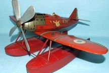 Airplanes - Aero - Tin Toy Model / Airplanes - Aeronautica - Helicopters