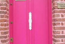 Sur le pas de la porte / Simple, colorée, classique ou moderne