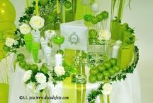Déco de table en blanc & vert anis / Une atmosphère très épurée autour ce cette table aux teintes vert acidulé et blanc immaculé ! Revisitez le Jardin d'Eden avec guirlandes le lierre, pommes croquantes et roses éclatantes !