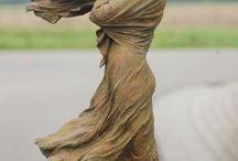 femme dans le vent
