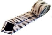 Corbatas de seda a cuadros. / Las corbatas a cuadros siempre son un acierto. Puedes elegir entre una gama más llamativa o más discreta según el momento. Y siempre encontrarás la que cuadre con tu estilo.