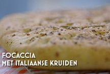 Food - Brood en broodjes / Allerlei recepten voor het bakken van brood, zoete broodjes en hartige broodjes.  / by Els Brakkee