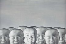 Chen Yu / Trained in the art of engraving and having worked in the publishing industry, Chen Yu chose to become a painter to focus on creating a world of his own and to work by himself among his works, almost like traditional Chinese painters. Influenced by the art of printmaking, Chen Yu differentiates himself with the monotony of his subjects, which are cloned as if they were reproduced by the printing press. Rows of duplicated human heads are a constant symbolic feature in his paintings.