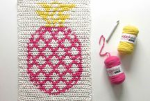 Crochet Rug Patterns / These handmade crochet rugs are such a fun way to personalize your home! No matter if you want to add something unique to your living room, bathroom, kid's room or nursery - we've got the right pattern for you!