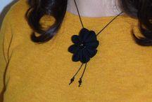 Bijoux fleuris / Collier, boules d'oreilles, bracelets en tissu créés et fabriqués par l'atelier du petit oiseau