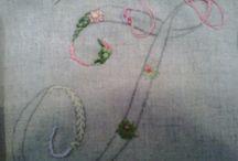 Cursos a los que voy / Este pasado domingo fui a Madrid a un curso de bordado impartido en Bordelay por la artista MARIE SUAREZ. Me encantó . Aprendí muchos puntos de bordado gracias a la excelente profesora y a mis compañeras. Hemos empezado un grupo de bordados el último viernes del mes de 5 a 8.Es sólo una tarde y funciona como un monográfico Si os animáis aquí os espero . Un beso