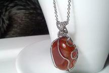 Šperky od Zirnitra / Ručne robené drôtené šperky z medi, nerezu a mosadze, šperky autorské s minerálom. Prívesky s kameňom.