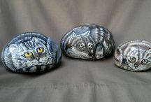 cats paintings on rocks / cats paintings on rocks