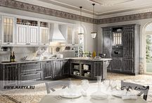 Daniela / Кухонный гарнитур Daniela — это классика в современной интерпретации. Обилие декоративных деталей и приятный, тёплый тон отделки необыкновенно оживит любой интерьер. Необычное оформление витражей передаёт особое обаяние этой кухни. Фасады имеют уникальный выразительный декор.