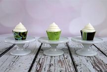Mini Fabric Cupcake Wrappers / Fabric cupcake wraps!  Mini cupcakes are even more adorable with wraps!  No more worries about cake batter stains on your cupcake papers-these wraps solve that problem for good.  Fasten the wrap with an easy snap, place your mini cupcake inside, and your display is instantly beautiful.  Perfect for parties and receptions!