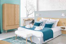 Ma chambre cosy parfaite / Nordique / Cap au nord avec la chambre scandinave toujours très tendance. Beaucoup de blanc et des meubles en bois clair, des couleurs très pastel réchauffées par des coussins en fourrure et des motifs graphiques : c'est la chambre moderne par excellence.