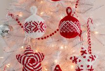 Knitted Christmas Decorations / A collection of beautiful Christmas Decorations to knit