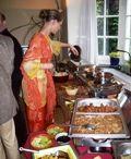 """Indische weetjes...... /  Leuk om te weten:  Veel leuke """"weetjes"""" over Indonesië wat u al heel graag had willen weten. Ik heb het voor u opgezocht en...... gevonden.  - Het verschil tussen een wok en een wadjang is.... - Wat is een cobek (tjobek)...... - Rijst eet je met een.... - """"Cimahi""""  het klinkt me zo bekend in de oren....  Meer weetjes op: www.roysrecepten.nl"""