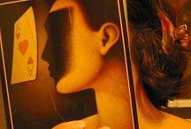 BookFaceFriday / Un bookfacefriday es una foto en la que integras tu cara o tu cuerpo en la portada de un libro.