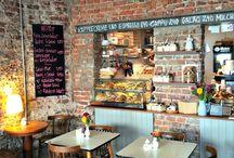 Köln: Cafés / Ob ein leckerer Kaffee oder der hausgemachte Kuchen? In diesen Cafés in Köln wirst du fündig.