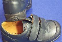 Zapatos colegial / Aquí encontramos zapatos para colegial, piel, puntera reforzada y suela preparada para el pie del niño y su crecimiento