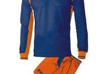 Kék-Narancssárga Sportfelszerelések / Kék-Narancssárga Sportfelszerelések. Kék-Narancssárga Sportfelszerelések nagy választékát találja itt meg nálunk a http://istenisport.hu/ weboldalon. Ide tartoznak a focimezek, sportszárak, utazó -edzőmelegítők, szabadidős és divatruházat is, és még sorolhatnák mi minden. Természetesen ide tartoznak más sportágak is, kézilabda, kosárlabda, röplabda többek között, valamint az egyéni sportolók sportfelszereléseik, egyedi arculatra kialakítva.