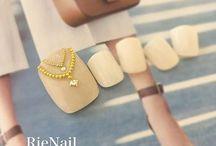 Classic toes nail art
