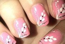 Unhas Flores Pink / by Unhas Decoradas