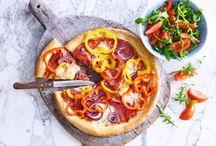Pizzarecepten / Groot, dun en knapperig, dat is een echte Italiaanse pizza. Met Allerhande maak je 'm lekker zelf.