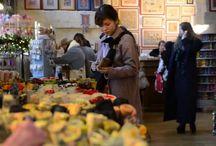 """Vidéos / Visite d'un groupe de touristes japonais à la boutique des """"Voûtes"""""""