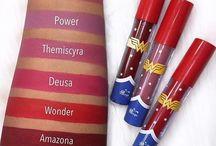 BATOM DEUSA - Coleção Wonder Woman / O rosa fúcsia é um tom único! Foi feita para representar todas as mulheres! Por ser um tom de rosa mais escuro, ele representa poder, força e feminilidade! Combina com tudo e com todas as ocasiões! LINK DE COMPRA https://goo.gl/wqohvo