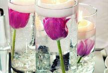 Dekoration med lys og blomster