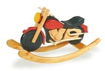 Giocattoli in legno {Tricicli e cavalcabili}