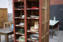 Kasten / Unieke, oude kasten in een landelijke brocante of stoere industriële stijl. In de webwinkel van Grijs en Groen zijn er verschillende te vinden. www.grijsengroen.nl