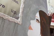 My paintings / Bilder malte med Akryl maling, pyntet med papir, decoupage, perler, glitter, tekster, hjerter, sparkel og flere duppeditter som idèbanken plukker opp underveis.