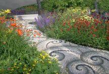 garden paths / by Susi Hupi