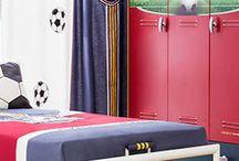 Παιδικό δωμάτιο για αγόρια FOOTBALL / Το όνειρο έγινε πραγματικότητα! Ένα νέο παιδικό δωμάτιο με θέμα το πολυαγαπημένο σπορ των μικρών αλλά και των μεγάλων αγοριών. Το δωμάτιο, με τα παιδικά έπιπλα της σειράς Football και τα αξεσουάρ που το συμπληρώνουν,  μεταμορφώνεται και οι μικροί μας φίλοι μπορούν να ζήσουν με την φαντασία τους την ατμόσφαιρα των μεγάλων γηπέδων. Είστε έτοιμοι για το κύπελο;