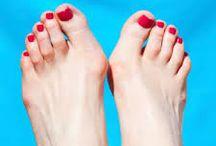 Haluksy - koślawy problem / Haluksy są także często dziedziczne i to aż w 60 – 88% przypadków. Mamy natomiast wpływ na obuwie, jakie nosimy. Wysokie obcasy obcasy to wróg nr 1 naszych stóp.  Przed pojawieniem się deformacji w trosce o ogólny prawidłowy rozwój stóp należy nosić wygodne i właściwego rozmiaru obuwie (dotyczy to zarówno dzieci, jak i dorosłych).   http://spainfo.pl/_artykul,spa-uroda-KOSLAWY-PROBLEM,idd,13…