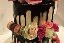 Roses & Macaron Drizzle Cake / Roses & Macaron Drizzle Cake