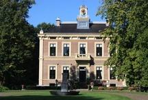 Nederland | Holland | Netherlands / Onze vakantiehuizen in Nederland zijn een prima keuze als je op zoek bent naar een afwisselende vakantie dichtbij huis. In het gevarieerde Nederland hoef je jezelf absoluut niet te vervelen! Ontdek de regio bijvoorbeeld eens op de fiets! Slecht weer? Dan is er altijd wel een slecht-weer-attractie of museum in de buurt. Je vakantiehuis in Nederland biedt je alle gemakken!