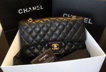 Réplicas de Bolsas Chanel / Réplicas de Bolsas Chanel. Todas as nossas réplicas de primeira linha são impecavelmente perfeitas, com todos os detalhes iguais às bolsas originais, inclusive o tamanho, acabamentos, metais, etc.  www.replicadebolsas.com.br