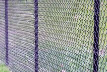 FenceGuides - Chain Link Fencing / Chain Link fencing, one of the most affordable types of fencing out there. Not the most attractive, but like swimming pool fencing it serves a purpose at a price.