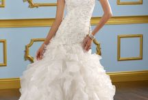 Wedding : bride dresses / by Valentine Boillat