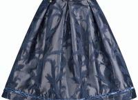 Alpenherz Röcke / Unsere traditionellen Trachtenrröcke verleihen Ihnen einen femininen und eleganten Style.