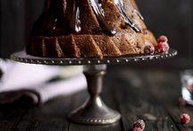 tavolacci di legno e vecchie romantiche terrine