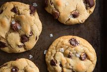 Cookies and Bars / Some of the yummiest cookie recipes ever