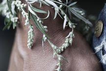 květinové náramky na ruku
