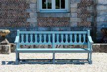 Ławki, krzesła, stoły
