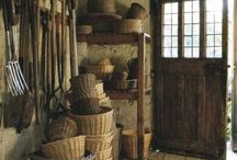 Baskets, Boxes & Suitcases Through The Ages / Baskets, carriers, containers, suitcases, boxes
