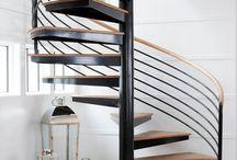 Интерьер. Прихожая с лестницей