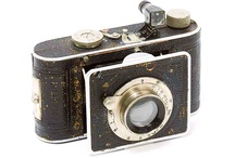 Foth Derby / he Foth Derby was a strut folding viewfinder camera for 127 film rolls, made by Foth from 1931 to 1943. It had a focal plane shutter. The earliest examples took 24×36mm pictures, but the format was soon switched to 3×4cm. Some later variants had a coupled rangefinder. (Camerapedia)