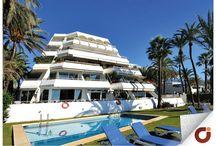 Piso Marbella Club / Vivir en plena Milla de Oro de Marbella, a pocos metros de la playa y a tan solo un paseo de Puerto Banús es posible gracias a este magnífico piso. Situado en Marbella Club cuenta con piscina, seguridad las 24 horas del día y todo lo necesario para que la estancia en él sea lo más confortable posible. Obtén más información en el número de teléfono 952 86 13 41 o accediendo a nuestra web: http://bit.ly/1QGTvPV Vivienda Referencia: 90985