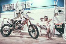 Vanni Oddera Freestyle Motocross / Vanni Oddera, campione di motocross freestyle e leader del team Daboot (il più grande gruppo di MX Freestyle in Italia) è testimonial Scorpion Bay dal 2011.