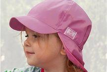 Sonnenschutz- Baby- und Kindermützen mit integriertem UV Schutz / Schützen Sie Ihr Baby oder Kind effektiv vor UV Strahlung. Unsere Babymützen und Kindermützen schützen die empfindliche Kopfpartie. Je nach Modell verfügen die Sommermützen über einen integrierten UV Schutz. Unsere Mützen für Kinder sind in den unterschiedlichsten Farben, Designs und Schnitten erhältlich -selbstverständlich in 100%iger Bio Qualität.