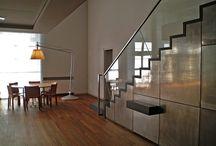 Casa AA / In parte loft, in parte edificio ottocentesco dagli alti soffitti e i volumi proporzionati e luminosi, i 340 mq ad uso residenziale seguono una distribuzione razionale che modula gli ambienti senza svelarli immediatamente.